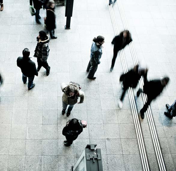 pedestrians-1209316_1920_1